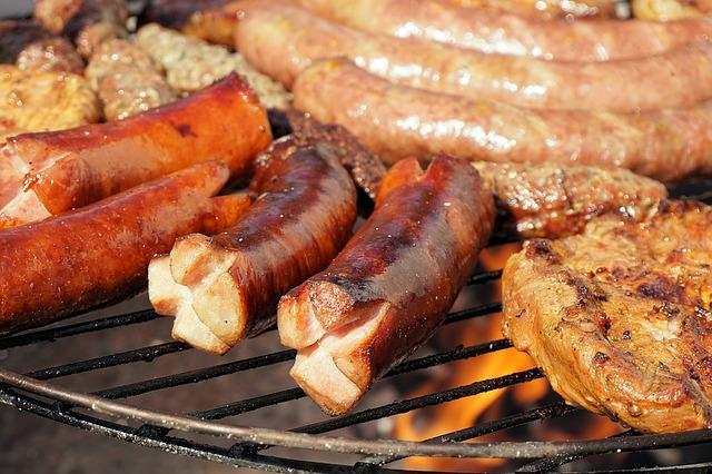 Grillplatte mit Fleisch für eine gesunde Ernährung