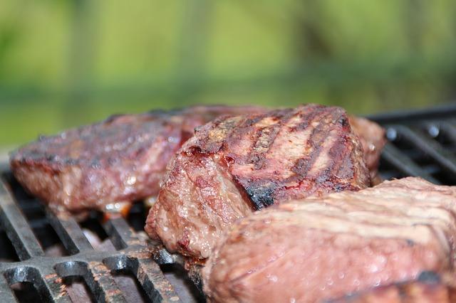Steak auf dem Grill anaboles Mittagessen